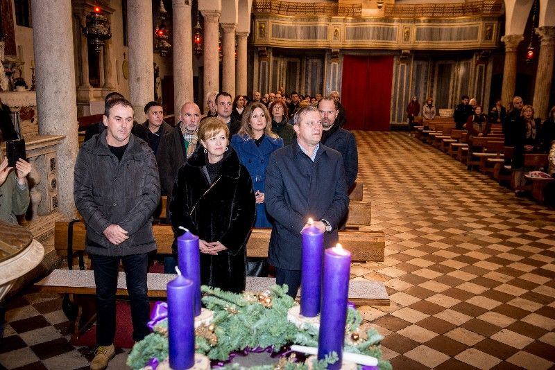 Druga adventska svijeća Gradonačelnik 07.12.2019, foto Iva Perinčić 28 (1)-800x534