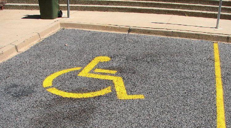 Zbog parkiranja na mjesto za invalide u Zadru policija kaznila 21 osobu