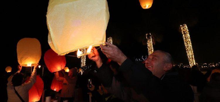VIR Upaljena 2. adventska svijeća, a uz koncert grupe Zaratino puštali se lampioni