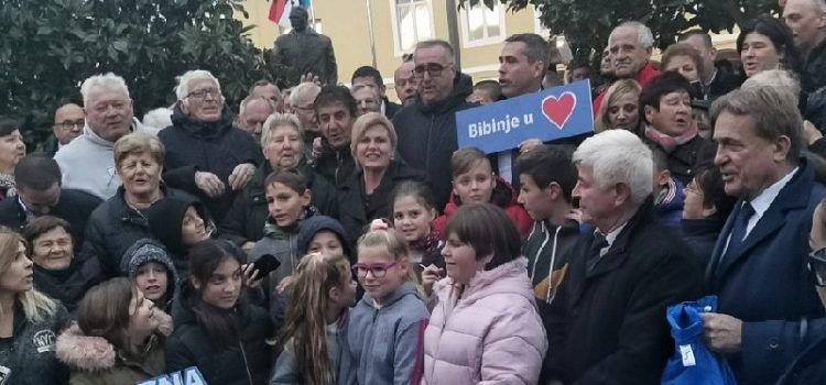 VIDEO Stotine Bibinjaca dočekalo Kolindu; Pjevala s njima i slikala se s djecom!