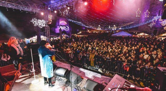 GALERIJA Mlada pjevačica Domenica napunila adventski trg do posljednjeg mjesta