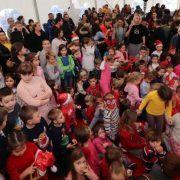DJED MRAZ NA VIRU Donio pregršt poklona za mališane i osnovnoškolce