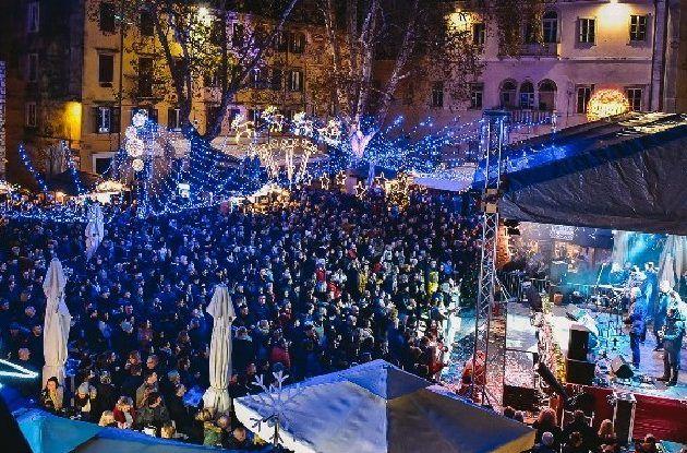 GALERIJA Zadarski adventski trgovi bili su prepuni uz koncert klape Rišpet