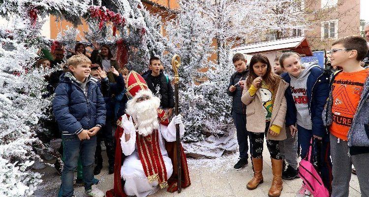 GALERIJA Sv. Nikola darivao djecu na Forumu, Kalelargi, te adventskim trgovima