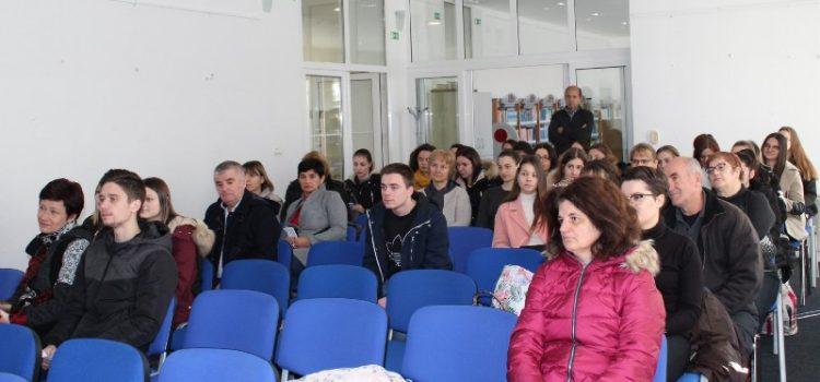 Ukupno 68 učenika i studenata iz Benkovca dobilo stipendije