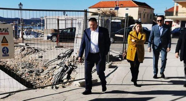Počeli radovi na uređenju luka u Dragama i Pakoštanima