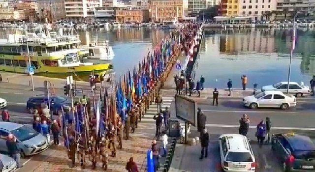 Održan mimohod postrojbi sudionica akcije Maslenica s ratnim zastavama
