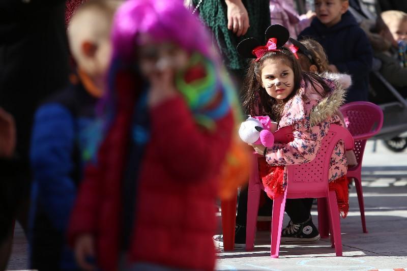 Šareni maskograd dječji karneval na Narodnom trgu 22.02.2020, foto Fabio Šimićev 03-800x533