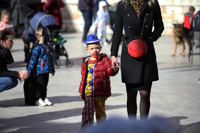 Šareni maskograd dječji karneval na Narodnom trgu 22.02.2020, foto Fabio Šimićev 05-800x533