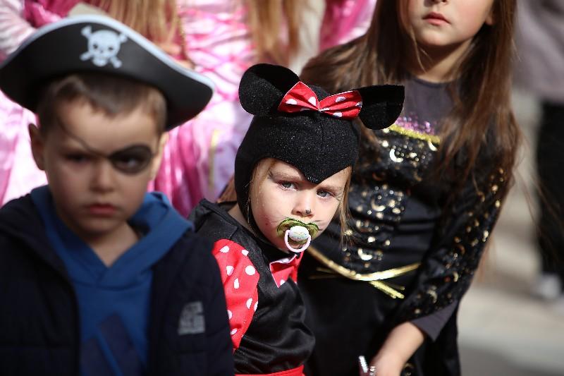 Šareni maskograd dječji karneval na Narodnom trgu 22.02.2020, foto Fabio Šimićev 17-800x533