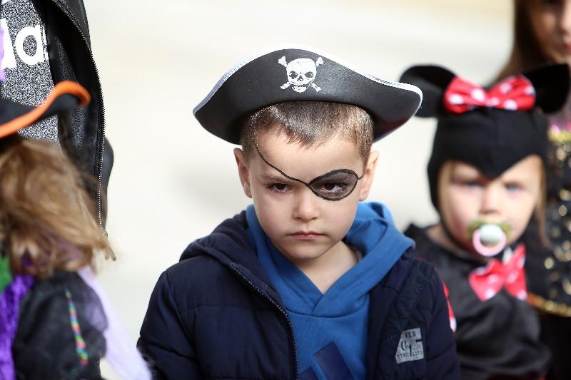 Šareni maskograd dječji karneval na Narodnom trgu 22.02.2020, foto Fabio Šimićev 19-800x533