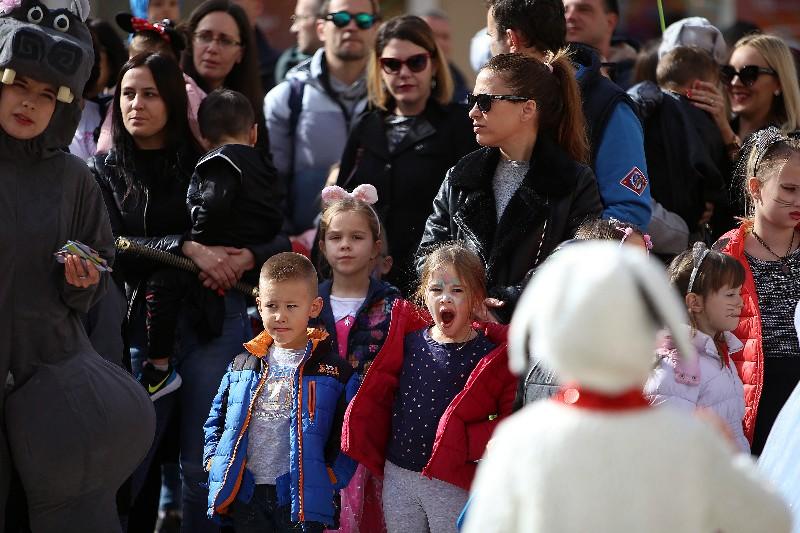 Šareni maskograd dječji karneval na Narodnom trgu 22.02.2020, foto Fabio Šimićev 21-800x533