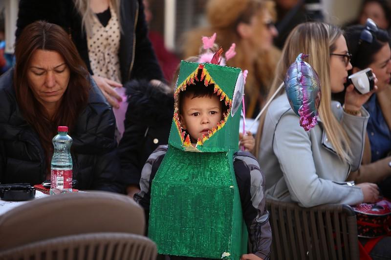 Šareni maskograd dječji karneval na Narodnom trgu 22.02.2020, foto Fabio Šimićev 22-800x533