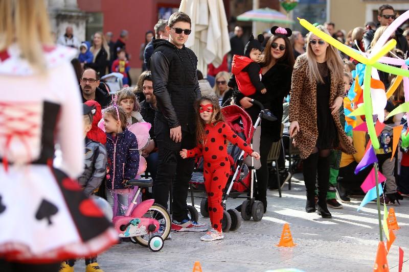 Šareni maskograd dječji karneval na Narodnom trgu 22.02.2020, foto Fabio Šimićev 24-800x533