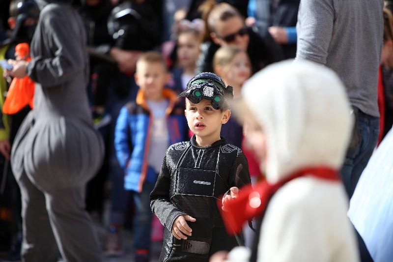 Šareni maskograd dječji karneval na Narodnom trgu 22.02.2020, foto Fabio Šimićev 25-800x533