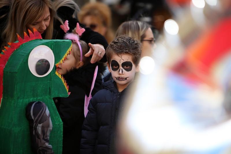 Šareni maskograd dječji karneval na Narodnom trgu 22.02.2020, foto Fabio Šimićev 27-800x533