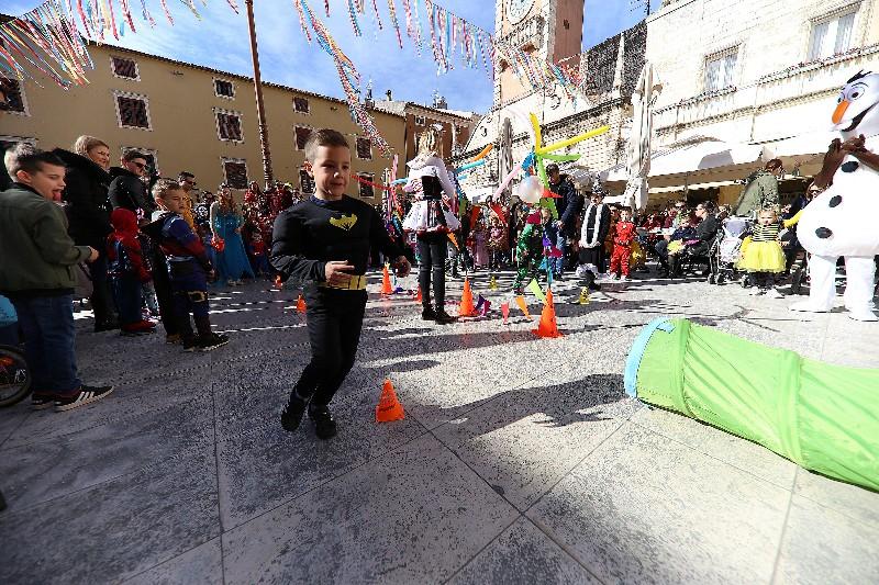 Šareni maskograd dječji karneval na Narodnom trgu 22.02.2020, foto Fabio Šimićev 42-800x533