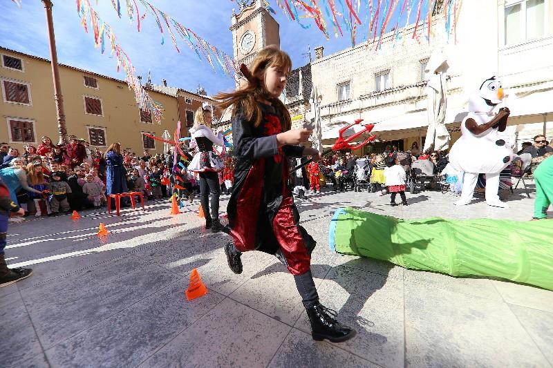 Šareni maskograd dječji karneval na Narodnom trgu 22.02.2020, foto Fabio Šimićev 44-800x533