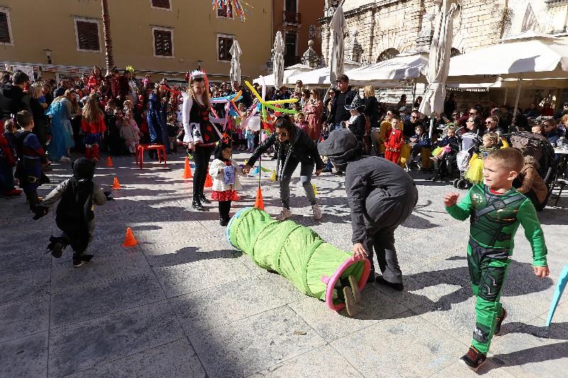 Šareni maskograd dječji karneval na Narodnom trgu 22.02.2020, foto Fabio Šimićev 46-800x533