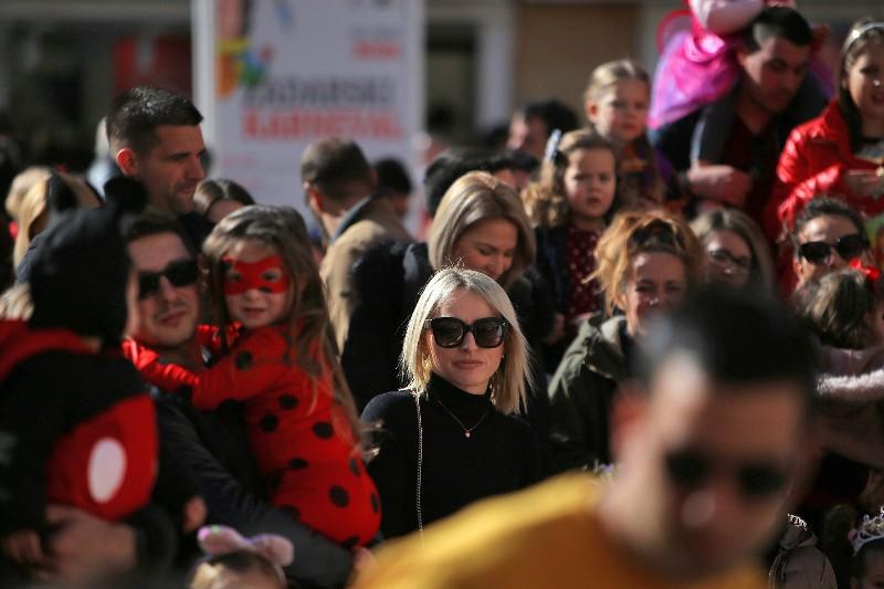 Šareni maskograd dječji karneval na Narodnom trgu 22.02.2020, foto Fabio Šimićev 55-800x533
