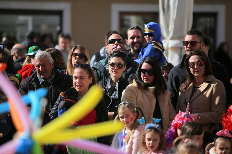 Šareni maskograd dječji karneval na Narodnom trgu 22.02.2020, foto Fabio Šimićev 57-800x533