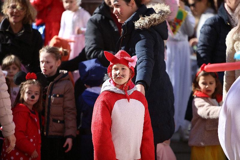 Šareni maskograd dječji karneval na Narodnom trgu 22.02.2020, foto Fabio Šimićev 61-800x533