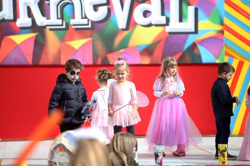 Šareni maskograd dječji karneval na Narodnom trgu 22.02.2020, foto Fabio Šimićev 66-800x533