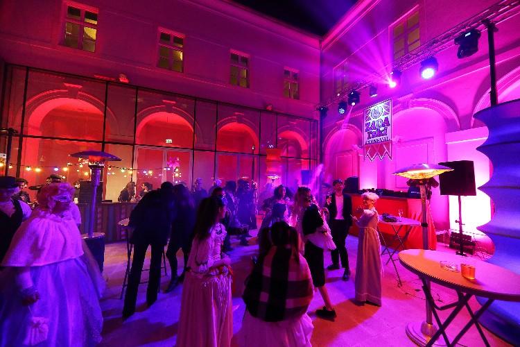 2 Inguracisko-karnevalski bal(in) u Kneževićevoj palači, foto Fabio Šimićev 01-750x500