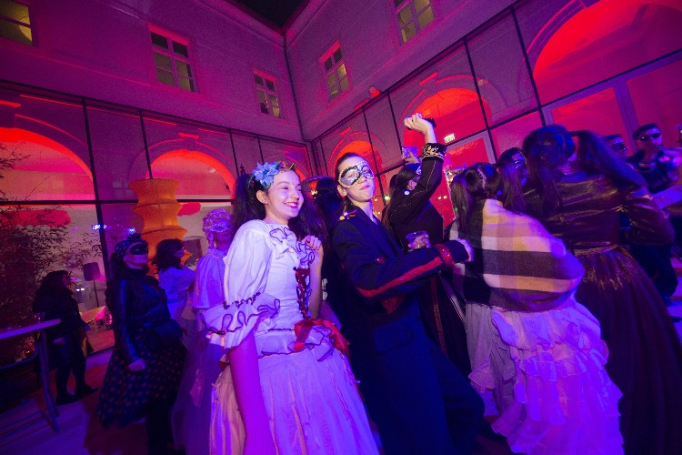 2 Inguracisko-karnevalski bal(in) u Kneževićevoj palači, foto Fabio Šimićev 02-750x500