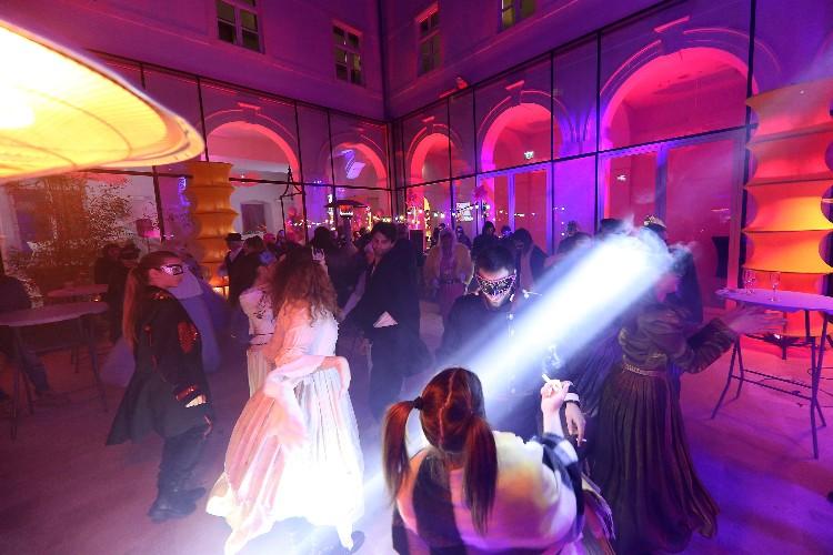 2 Inguracisko-karnevalski bal(in) u Kneževićevoj palači, foto Fabio Šimićev 13-750x500