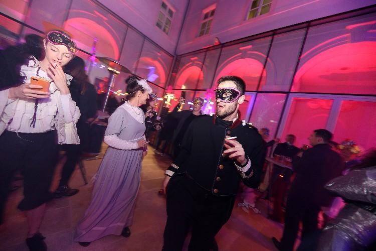 2 Inguracisko-karnevalski bal(in) u Kneževićevoj palači, foto Fabio Šimićev 05-750x500