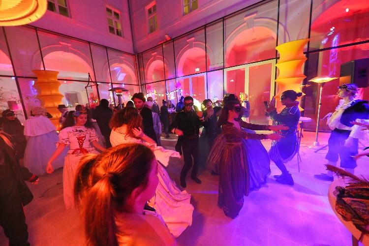 2 Inguracisko-karnevalski bal(in) u Kneževićevoj palači, foto Fabio Šimićev 12-750x500