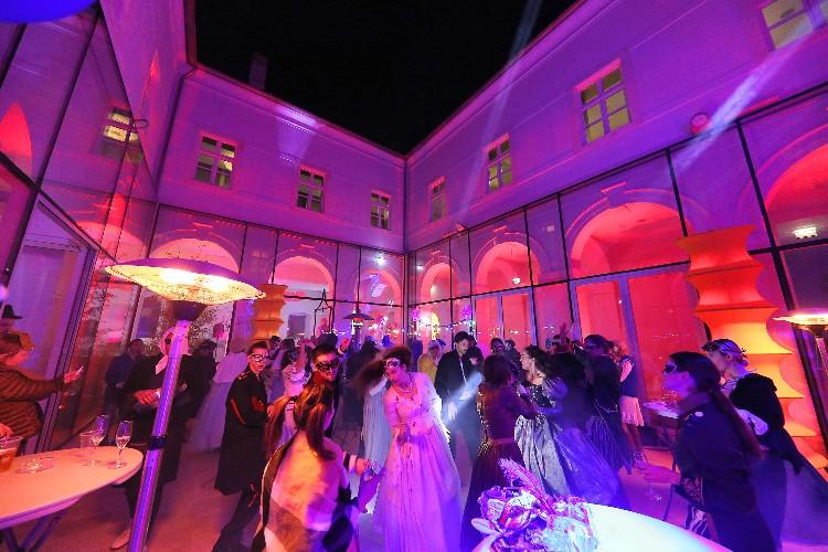 2 Inguracisko-karnevalski bal(in) u Kneževićevoj palači, foto Fabio Šimićev 14-750x500