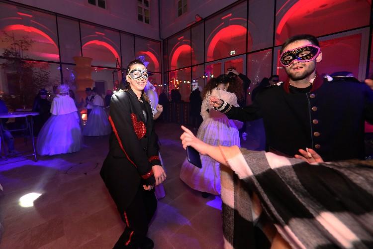 2 Inguracisko-karnevalski bal(in) u Kneževićevoj palači, foto Fabio Šimićev 15-750x500