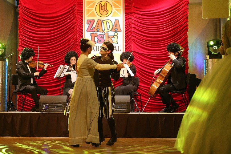 Inguracisko-karnevalski bal(in) u Kneževićevoj palači, foto Fabio Šimićev 14-750x500