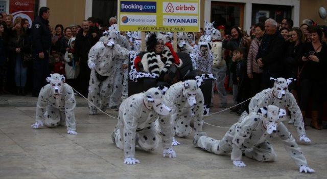 GALERIJA Velikom povorkom i feštom na Narodnom trgu završen Zadarski karneval