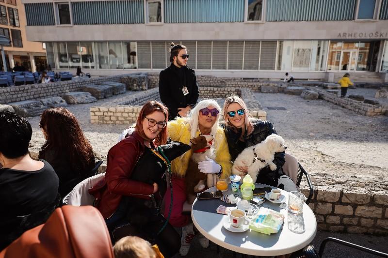 Rita Ora u obilasku grada Zadarski karneval 20.02.2020 08-800x533