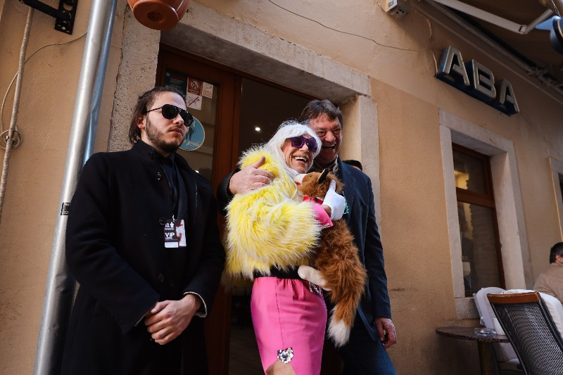 Rita Ora u obilasku grada Zadarski karneval 20.02.2020 18-800x533