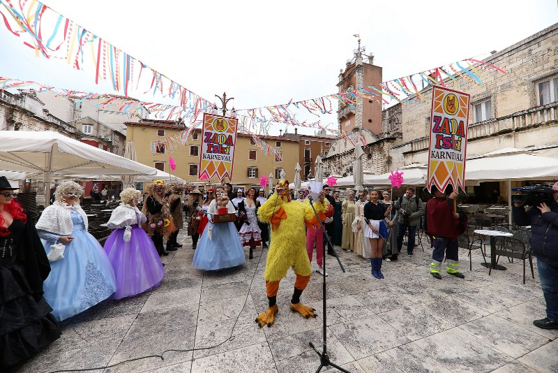 Zadarski karneval 2020. primopredaja vlasti & Valentinovo 14.02, foto Fabio Šimićev 05-800x534