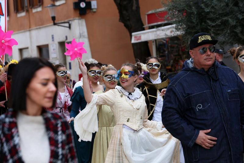 Zadarski karneval 2020. primopredaja vlasti & Valentinovo 14.02, foto Fabio Šimićev 12-800x534