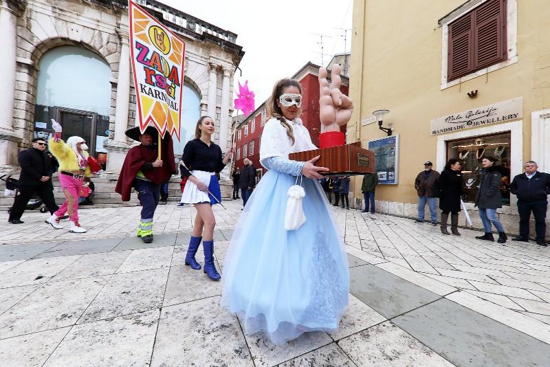 Zadarski karneval 2020. primopredaja vlasti & Valentinovo 14.02, foto Fabio Šimićev 45-800x534
