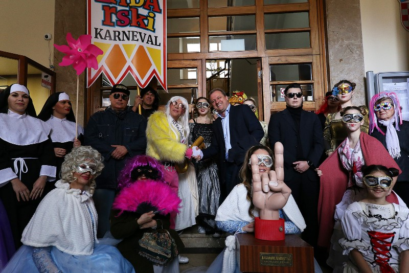 Zadarski karneval 2020. primopredaja vlasti & Valentinovo 14.02, foto Fabio Šimićev 28-800x534