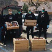 Članovi Torcide Pakoštane svim socijalno ugroženim mještanima odnijeli pogače