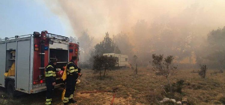 VELIKI POŽAR NA VIRU Gase ga vatrogasci iz Zadra, Vira i Privlake