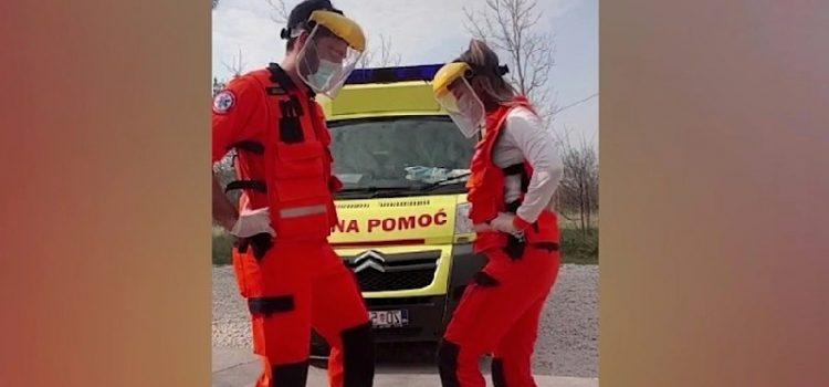 VIDEO Medicinari iz Zadra zaplesali ispred vozila hitne, snimka je hit