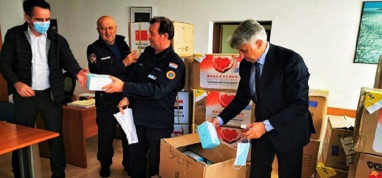 Zadrani ljuti na župana: Odakle mu pravo dirati maske za medicinsko osoblje?