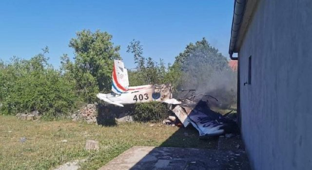 FOTO Srušio se avion kod Biljana Donjih; Smrtno stradale dvije osobe