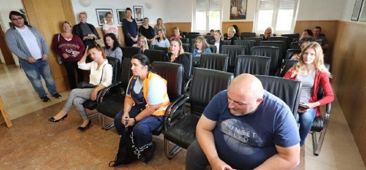 Općina Vir isplatit će roditeljima svakog učenika 2.500 kn – za školsku opremu