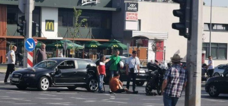 FOTO Teška prometna nesreća na Bulevaru; Pozvana Hitna pomoć