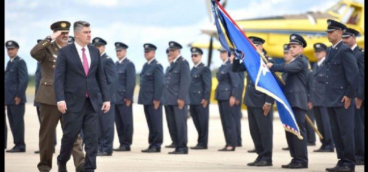 Milanović u Zemuniku na svečanosti dodjele letačkog znaka pilotima HRZ